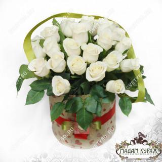 Розы в шляпной коробке с доставкой в Пскове в Пскове