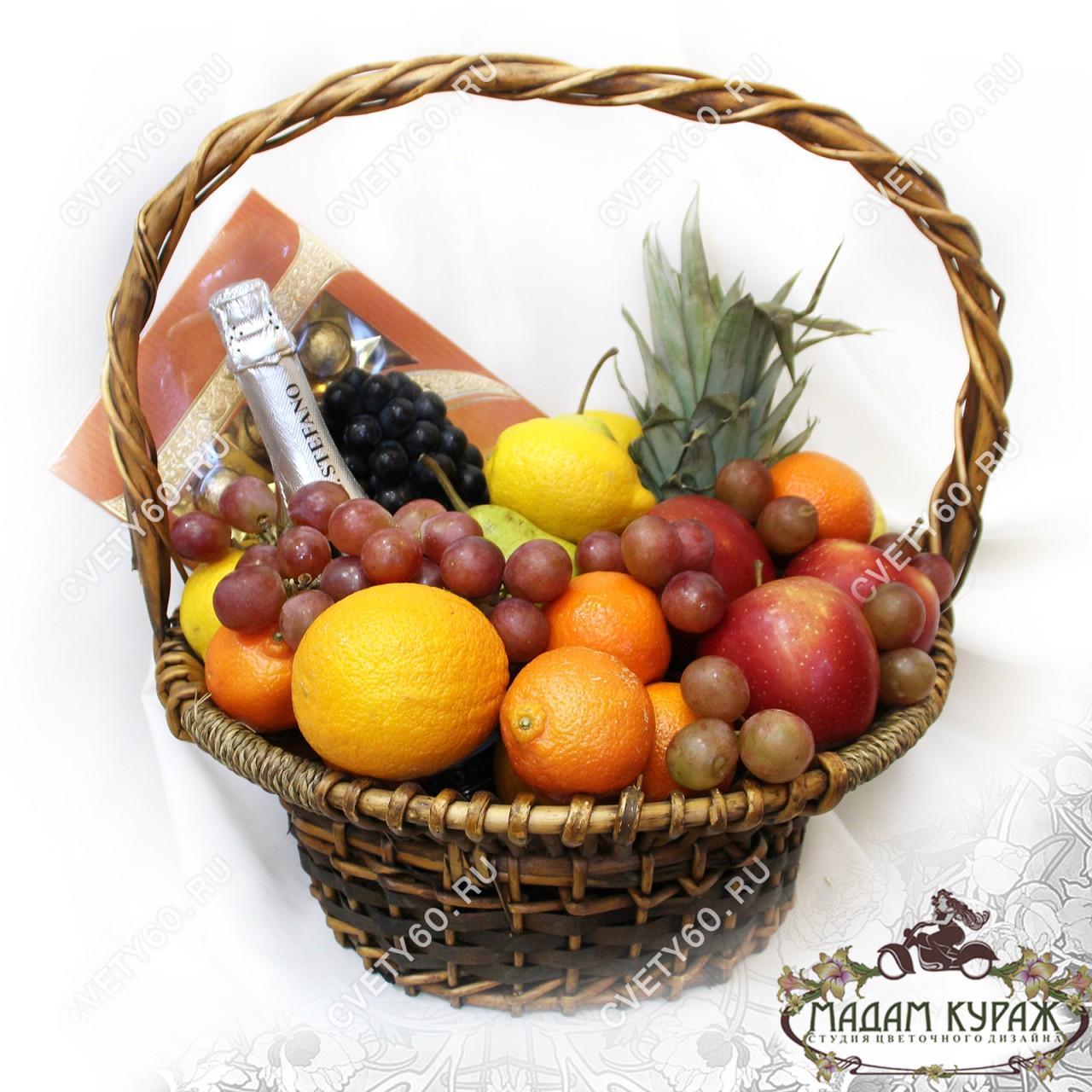 Красивая корзина с фруктами с доставкой в Пскове