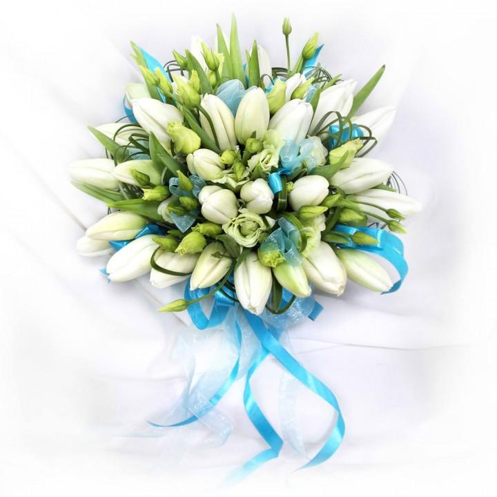 Букет невесты из белых тюльпанов с доставкой в Пскове