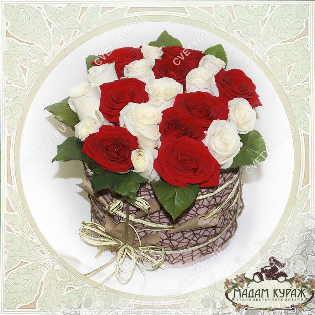 Розы в шляпной коробке, Цветы в Пскове, Цветы с доставкой в Пскове на 8 марта Открытка