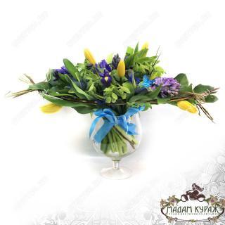 Букет из весенних цветов в Пскове