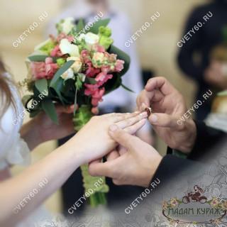Свадебный букет из львиного зева в Пскове