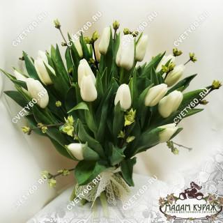 Весенний букет из белых тюльпановПсков