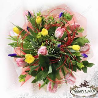 Букет из ирисов ,тюльпанов,нарциссов в Пскове