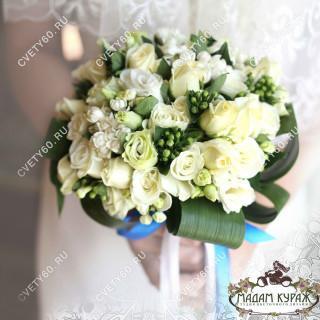Белый букет невесты в Пскове